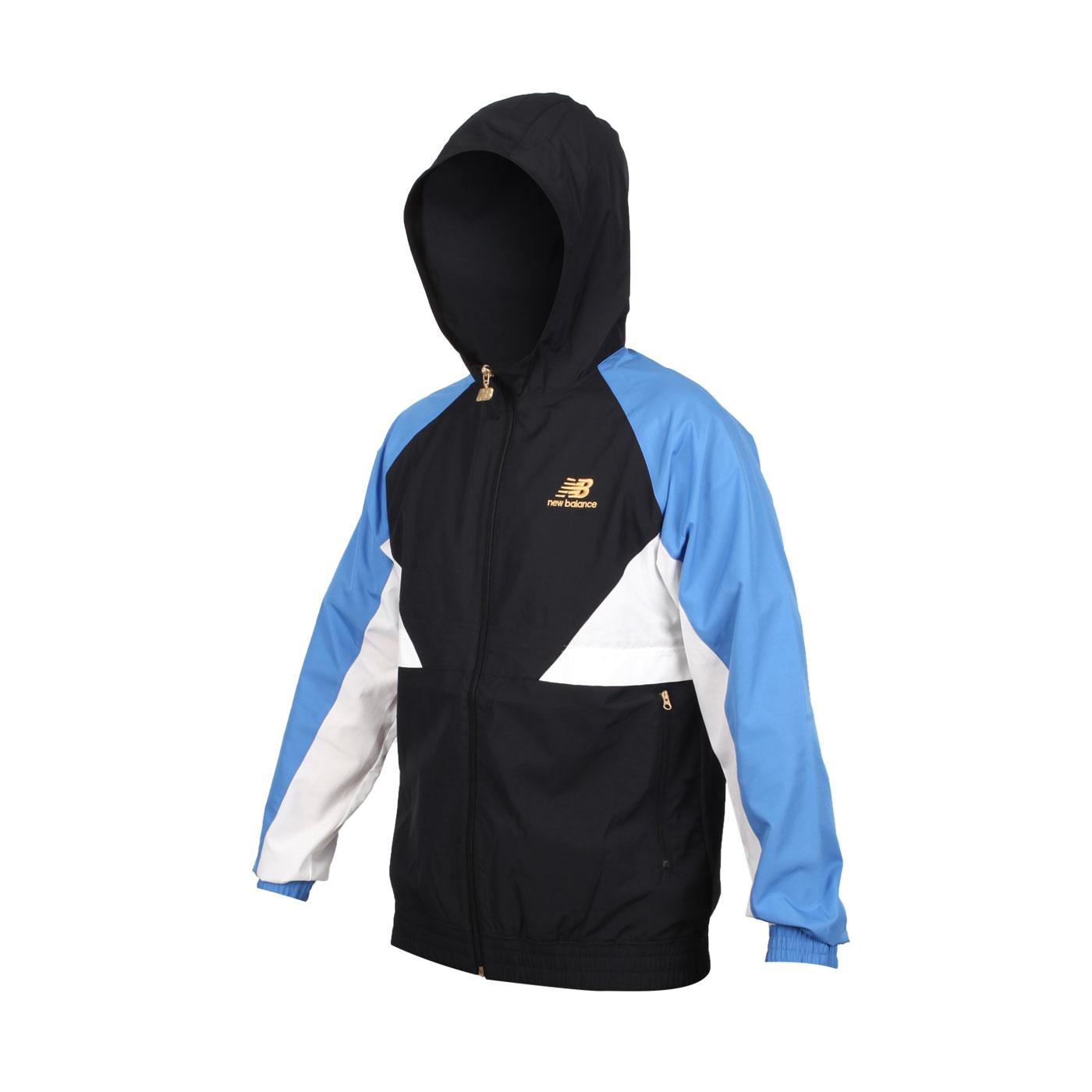 NEW BALANCE 男款連帽風衣外套 AMJ03502FCB - 黑白藍金
